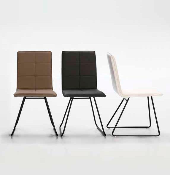 Imagen de varias sillas de la Serie Eva